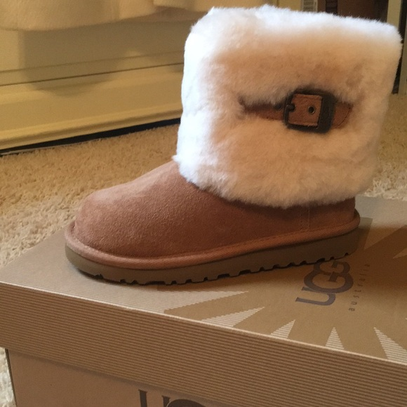 4be9687009a Kids uggs k Ellie size 13 - New with tags NWT